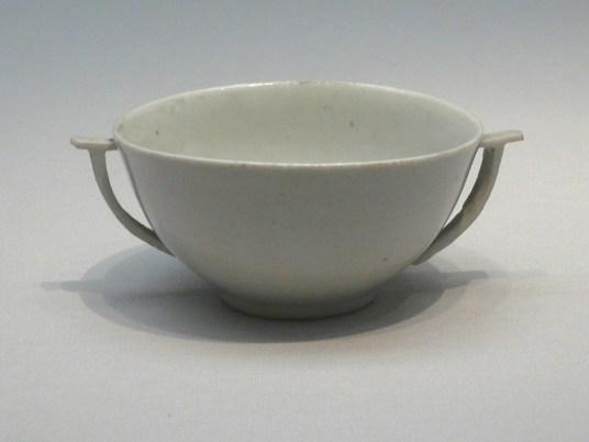Coupe à vin, porcelaine blanche, H. 4 cm. xve siècle. Musée national de Corée