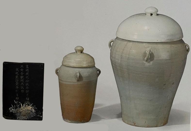 Ensemble d'urnes à placenta, tablette à épitaphe, Joseon, vers 1485, Musée National de Corée