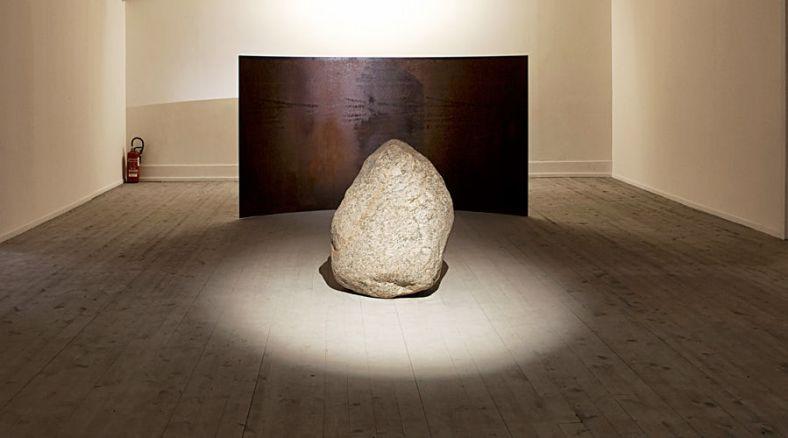 Lee Ufan, Relatum – Counterpoint, 2009. Acier, pierre