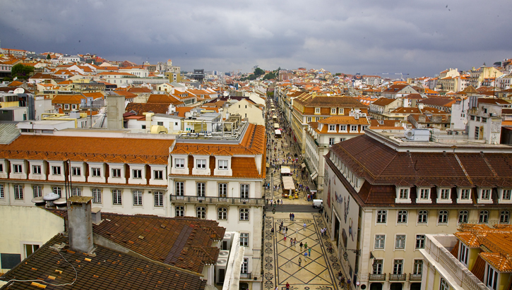Rua Augusta (Lisbon's main pedestrian street) connecting Rossio Square to the Commerce Square.