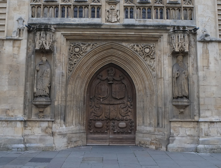 Bath Abbey Door - The statues of St Peter and St Paul on either side of the door. Their heads are so different. Is there a story behind it?
