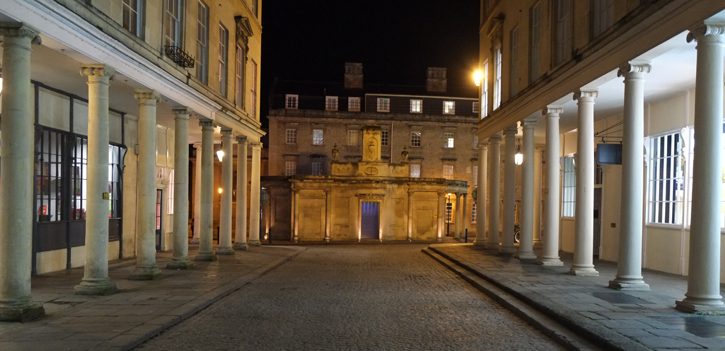 A Night view of the Cross Bath, one of the pools of the Thermae Bath Spa