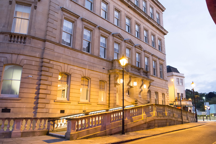 Gainsborough Bath Spa – A new luxury hotel and Spa. It has spa facilities that use the mineral water from a spring like the Thermae Bath Spa.