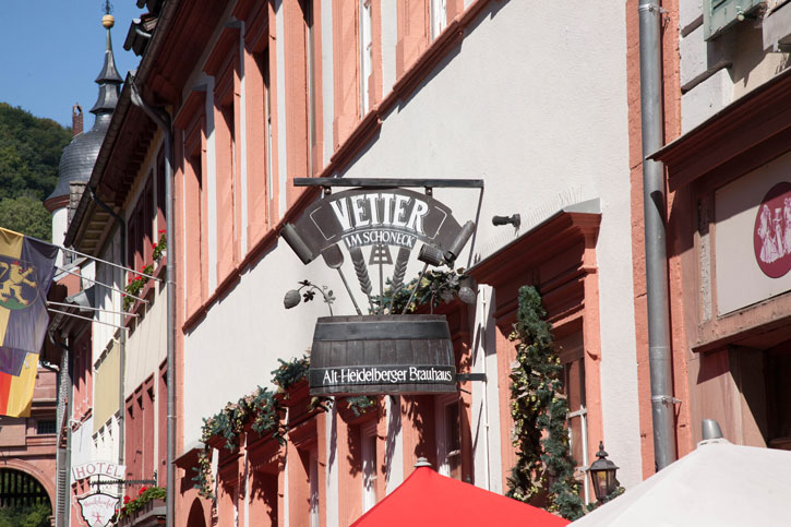This bold sign attracted us to look at the Vetter Im Schoneck. It is a bierkeller restaurant with the traditional interiors and serves beirkeller food.