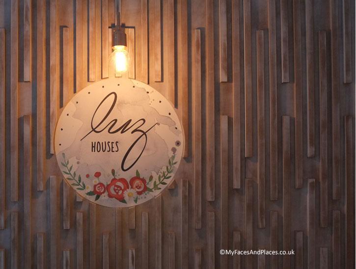 Luz Houses Sign