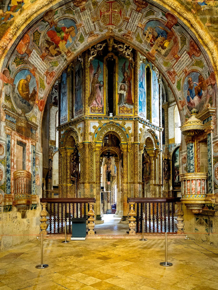 The magnificent Rotunda with its glorious iconography and paintings. (Image courtesy of Convento of Christ)