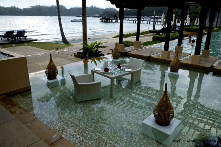 Gaya Island Resort - A cool way to enjoy refreshment in this aquatic zone in the swimming pool