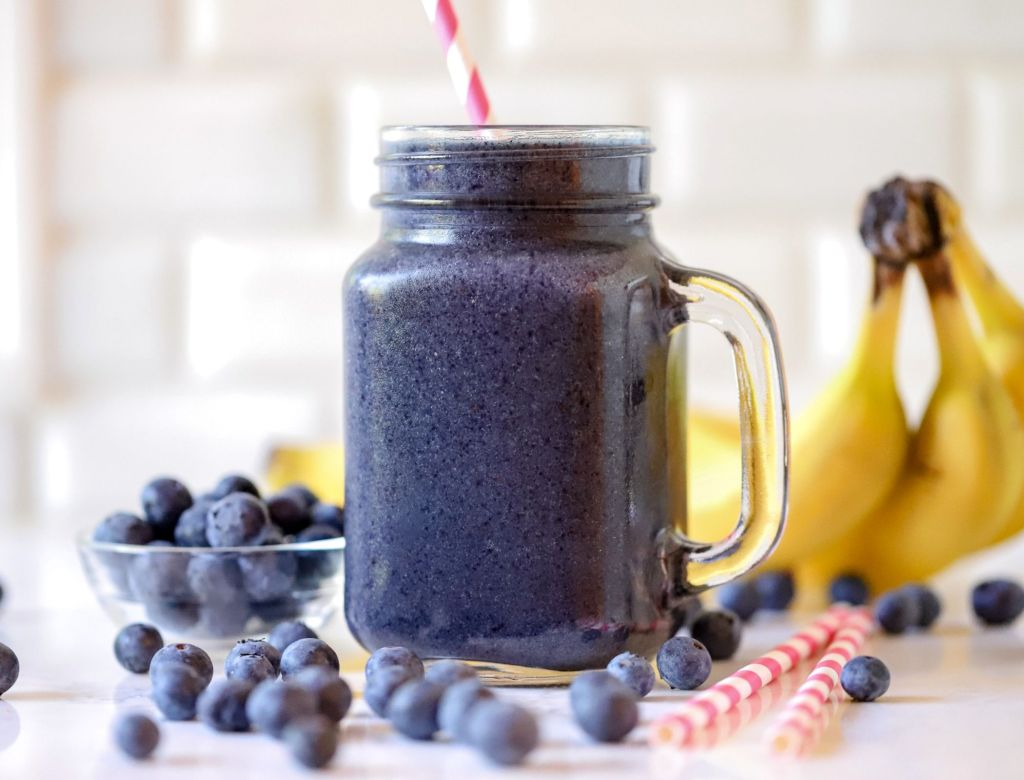 Metabolism-Boosting-Blueberry-Smoothie-Spinach-Banana-Flaxseed-Chia-Seed-Healthy-Weight-Loss-Smoothie Recipes