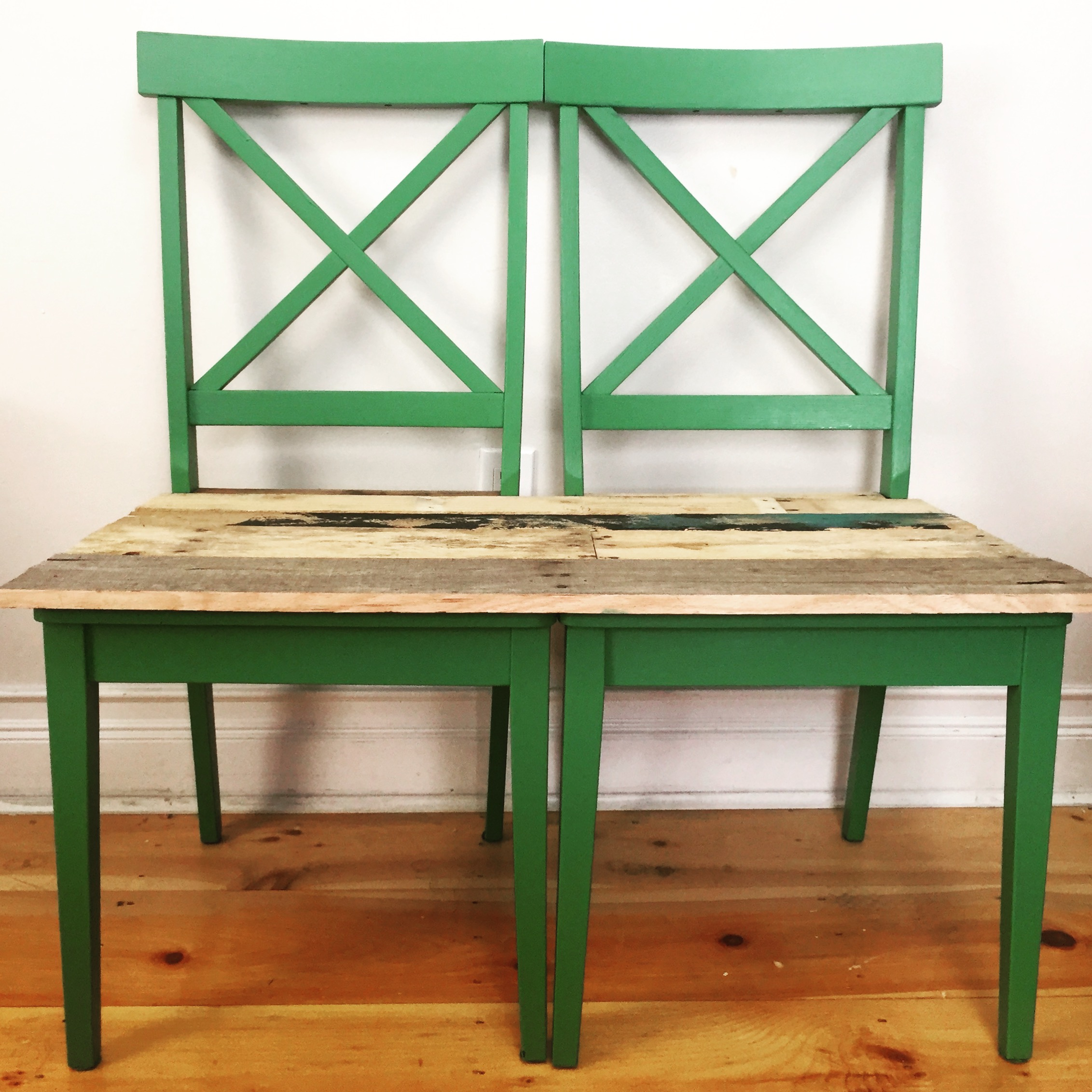 Hers & His pallet ideas: We upcycled these old chairs into