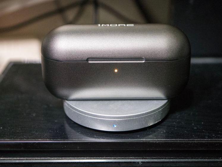 充電盒支援無線充電