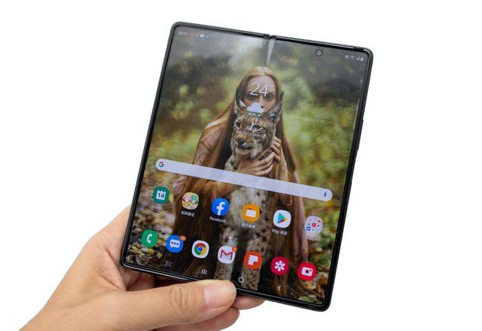 7.6 吋大螢幕不論閱讀文字還是圖像,爽度都是超級滿意!