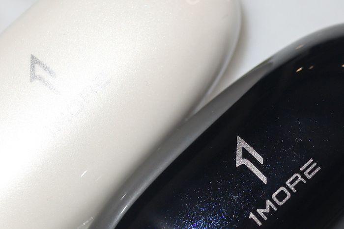 1MORE ComfoBuds 舒適豆真無線耳機舒適豆(珍珠白與星空黑)