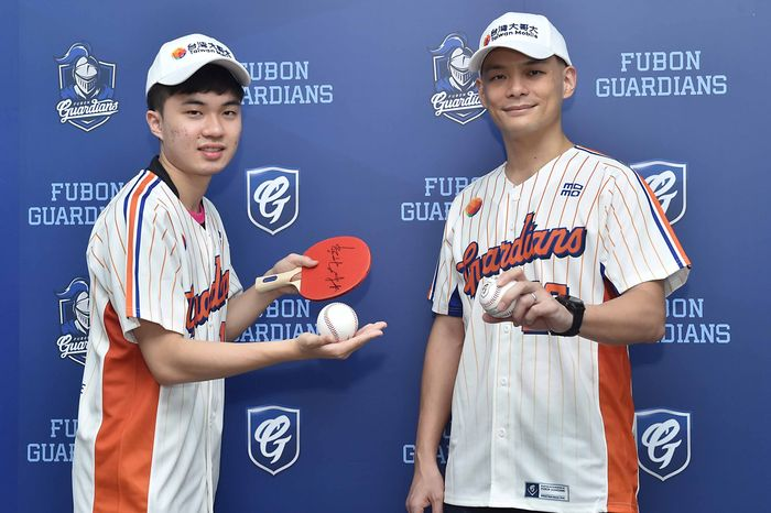 台灣大哥大總經理林之晨今日於台灣大哥大XVIII悍將中學返校日,正式宣布「小林同學」林昀儒成為台灣大體育家族的一員。