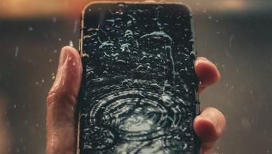 機可以濕!TOP5防水5G手機推薦,盡情玩水都不怕