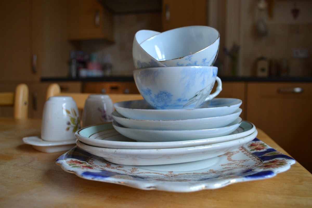 Hand Serve Ware And Crockery Food Challenge