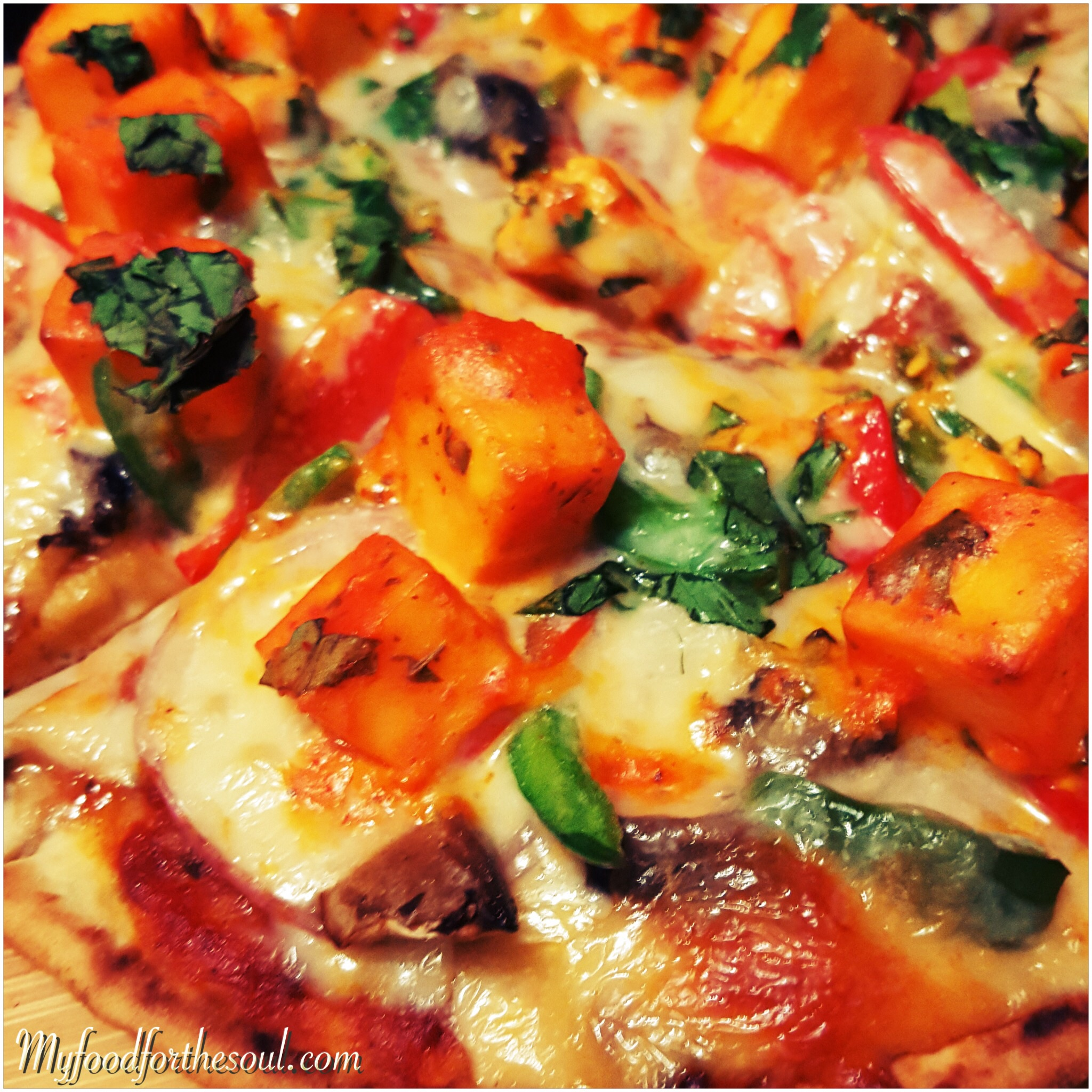 Marinated paneer naan pizza my food for the soul especially if its home made and made with a complete indian desi twist thats exactly what im bringing to you here pizza this simple and delicious is forumfinder Images