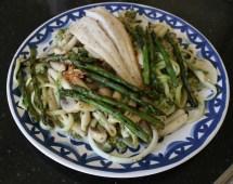 Pasta met groene groenten en witte vis