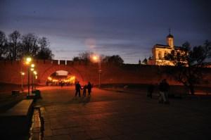 Пешеходная зона Кремля вечером