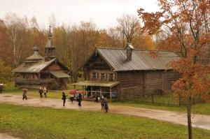 Деревянные дома на территории музея