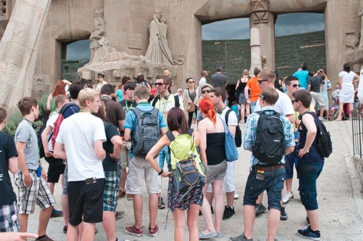Туристы в очереди к храму Св.Семейства, Барселона