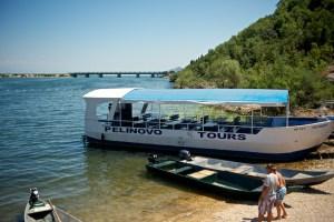 Лодка туристов