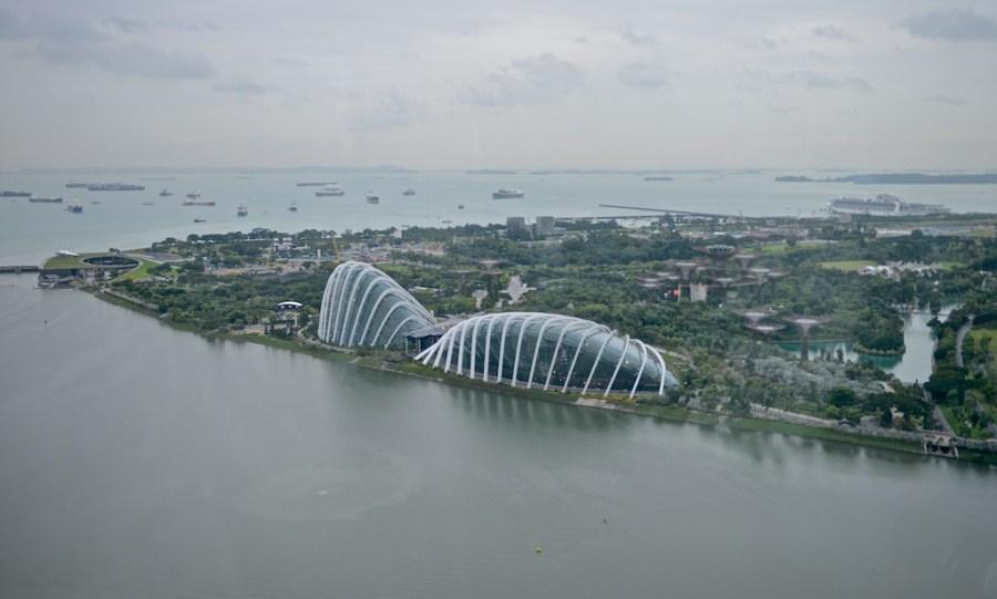 Вид на Сингапур с колеса обозрения