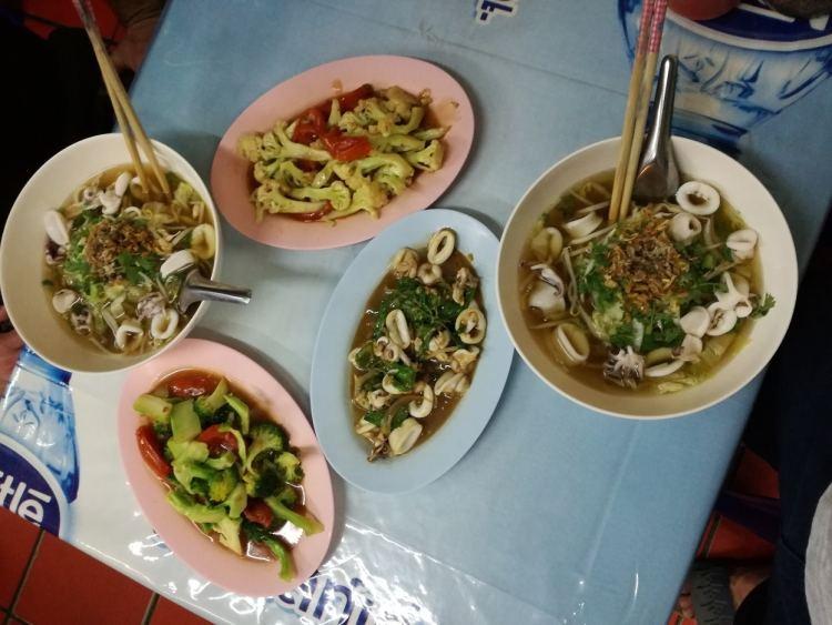 Tha Phae Road Restaurant Enjoying Chiang Mai