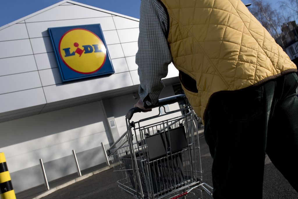 A person arrives to go shopping at a branch of Lidl supermarket in south London, on January 10, 2018. (JUSTIN TALLIS/AFP/Getty Images)