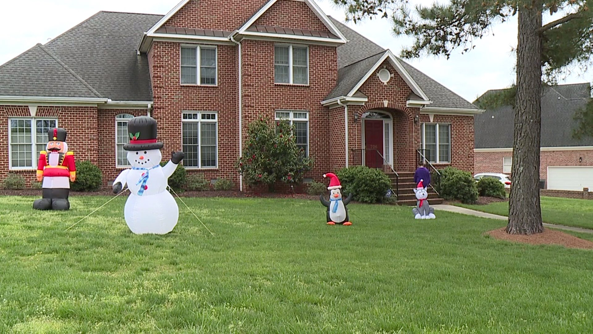 Burlington neighbors put up Christmas decorations to spread cheer amid coronavirus outbreak