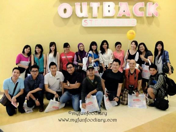 Foto bersama teman-teman Food Blogger lainnya