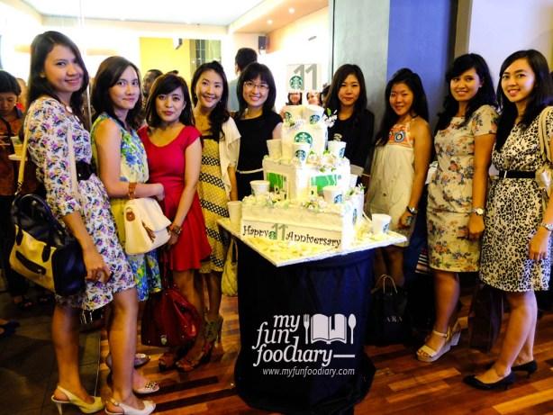Pose dengan teman2 foodblogger lainnya..