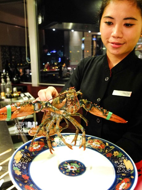 See how big the lobster is