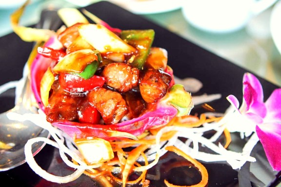 Wok Fried Australian Beef with Dragon Fruit