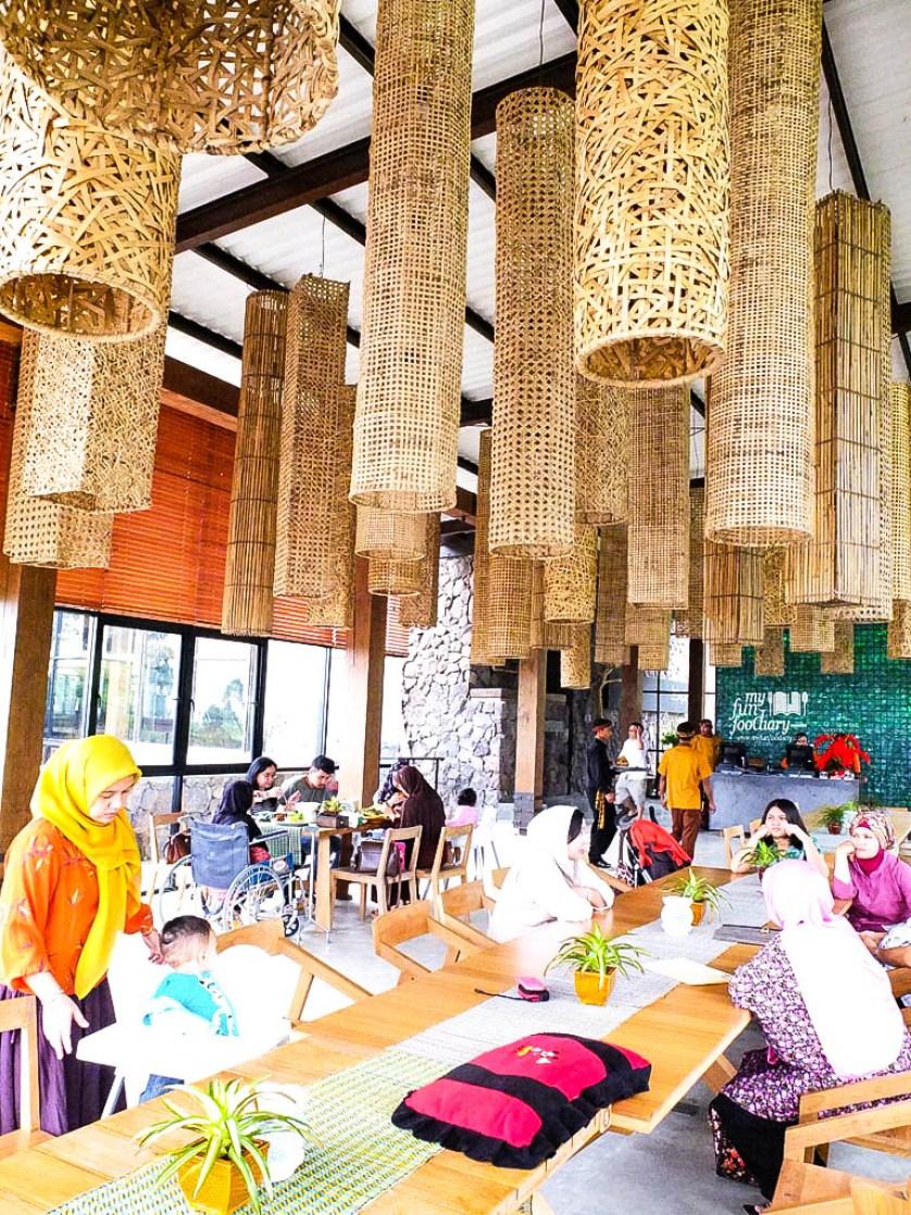 Indoor Cafe Burangrang