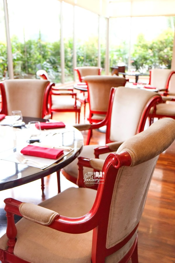 Cozy ambience with view at Rosso Shangri-La Jakarta by Myfunfoodiaryrev