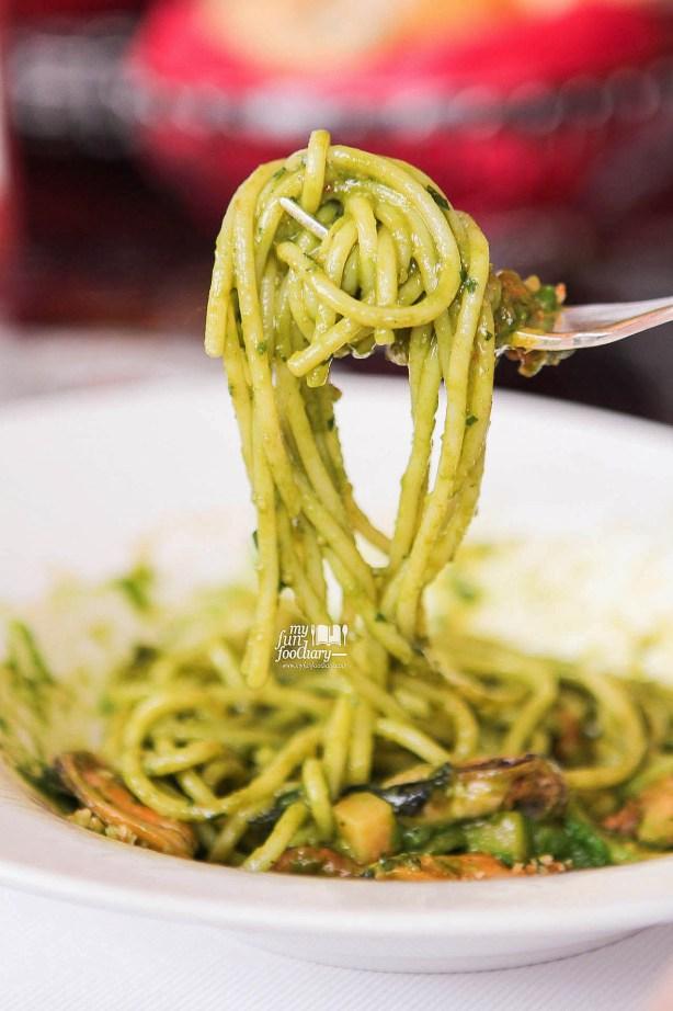 Pasta Spaghetti Che Cozze e Muddica at Rosso Shangri-La Jakarta Chef Paolo Best Dish by Myfunfoodiary 03 rev