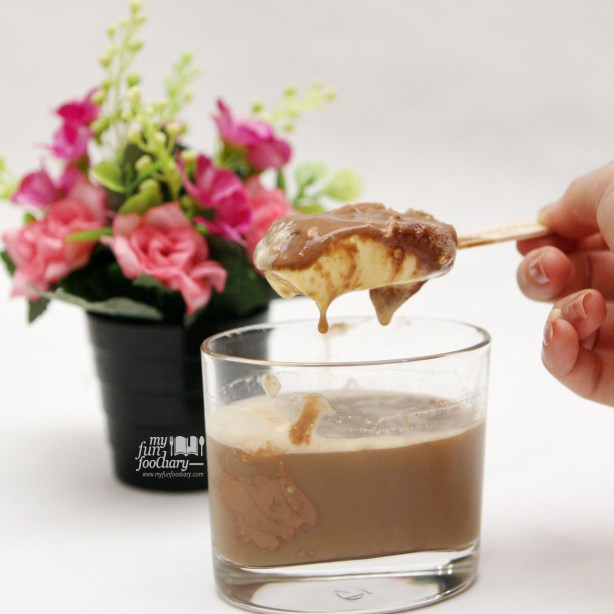 Stir Magnum Ice Cream to Coffee Magnoffee by Myfunfoodiary v3-1