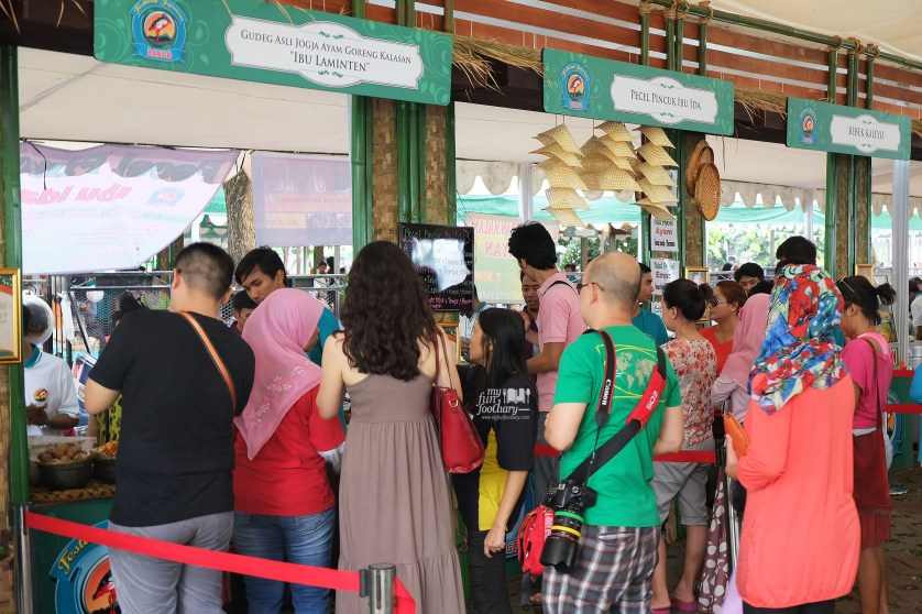 Antrian di Gudeg Ibu Laminten Festival Jajanan Bango di Parkir Timur Senayan by Myfunfoodiary
