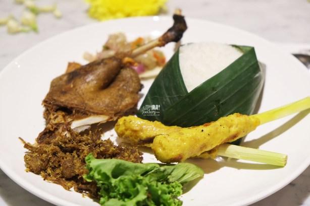 Bebek Goreng dan Sate Lilit at Bebek Tepi Sawah Citos by Myfunfoodiary