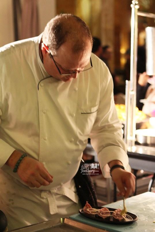 Chef Gary Palm Food Station at JimBARan Outdoor Lounge Intercontinental MidPlaza by Myfunfoodiary.jpg