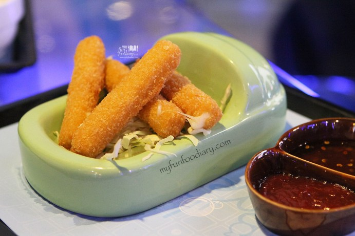 Fried Mozzarella Cheese Stick at Modern Toilet Cafe Taiwan by Myfunfoodiary