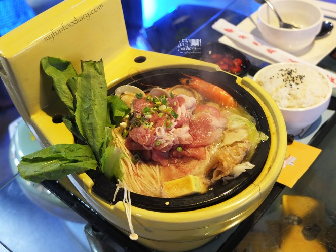 Modern Toilet Signature Hot Pot at Modern Toilet Cafe Taiwan by Myfunfoodiary 02