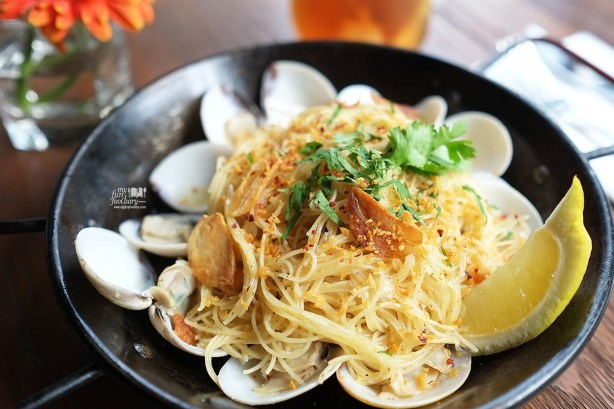 Angel Hair Pasta with Clams at Entrada Restobar by Myfunfoodiary