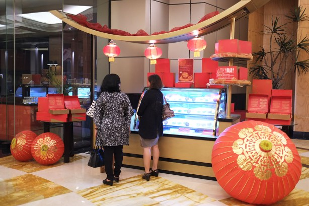 The Moon Cake Counter at JW Marriott Jakarta by Myfunfoodiary