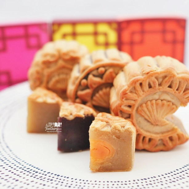 Traditional Moon Cakes at Xin Hwa Mandarin Oriental by Myfunfoodiary