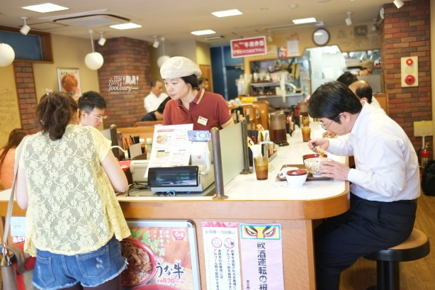 Mullie at the Cashier at Sukiya Gyudon Japan by Myfunfoodiary
