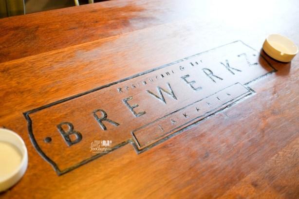 Wood Table at Brewerkz Jakarta by Myfunfoodiary