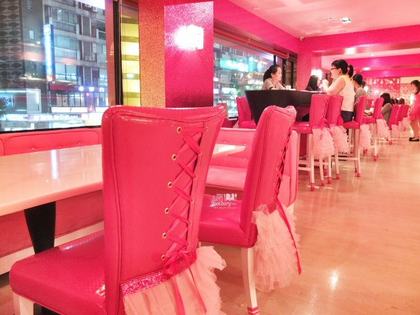 Barbie Chair at Barbie Cafe Taiwan by Myfunfoodiary