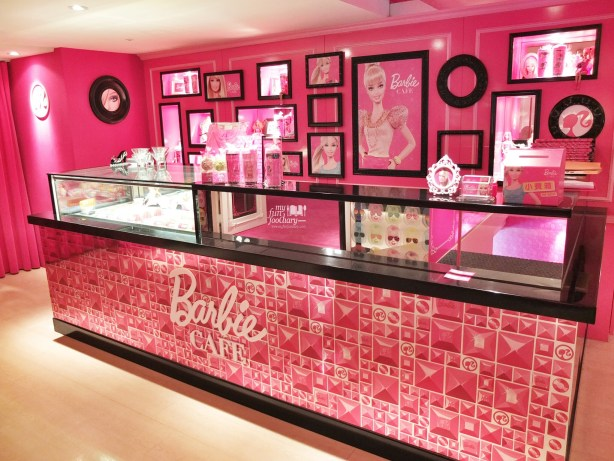 Cake Display at Barbie Cafe Taiwan by Myfunfoodiary