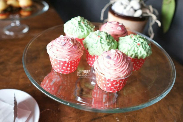 Cupcakes at BART Artotel by Myfunfoodiary